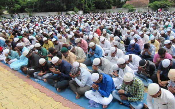 म्यानमारमध्ये मुस्लिमांच्या हत्या पार्श्वभूमीवर ; शांततेसाठी मुस्लीम बांधवांची सामुहिक प्रार्थना