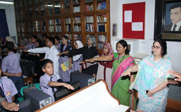 वाचक प्रेरणा दिनानिमित्त  अँग्लो उर्दू बॉईज  हायस्कुलच्या डिजिटल लायब्ररी तील प्रोजेक्टरचे उदघाटन