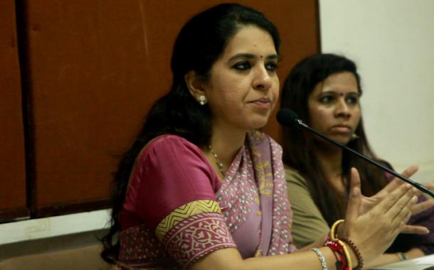 मराठी आणि हिंदी हि केवळ ड्रायव्हर आणि नोकरांची भाषा आहे का?