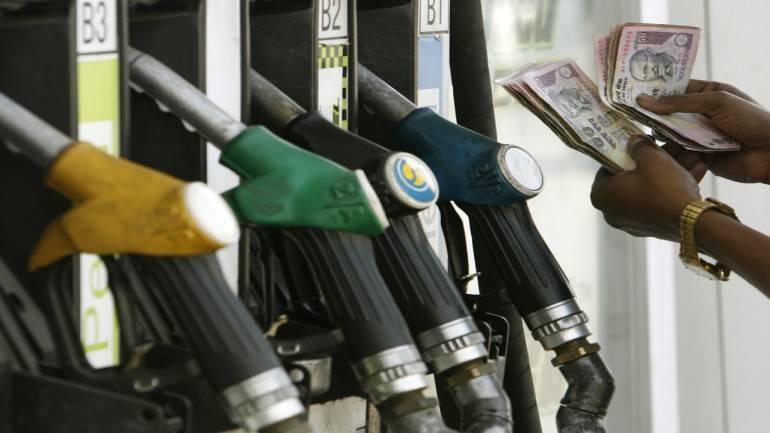 पेट्रोलची मुळ किंमत आहे साडेचोवीस रुपये लीटर..तुम्ही किती मोजताय ..?