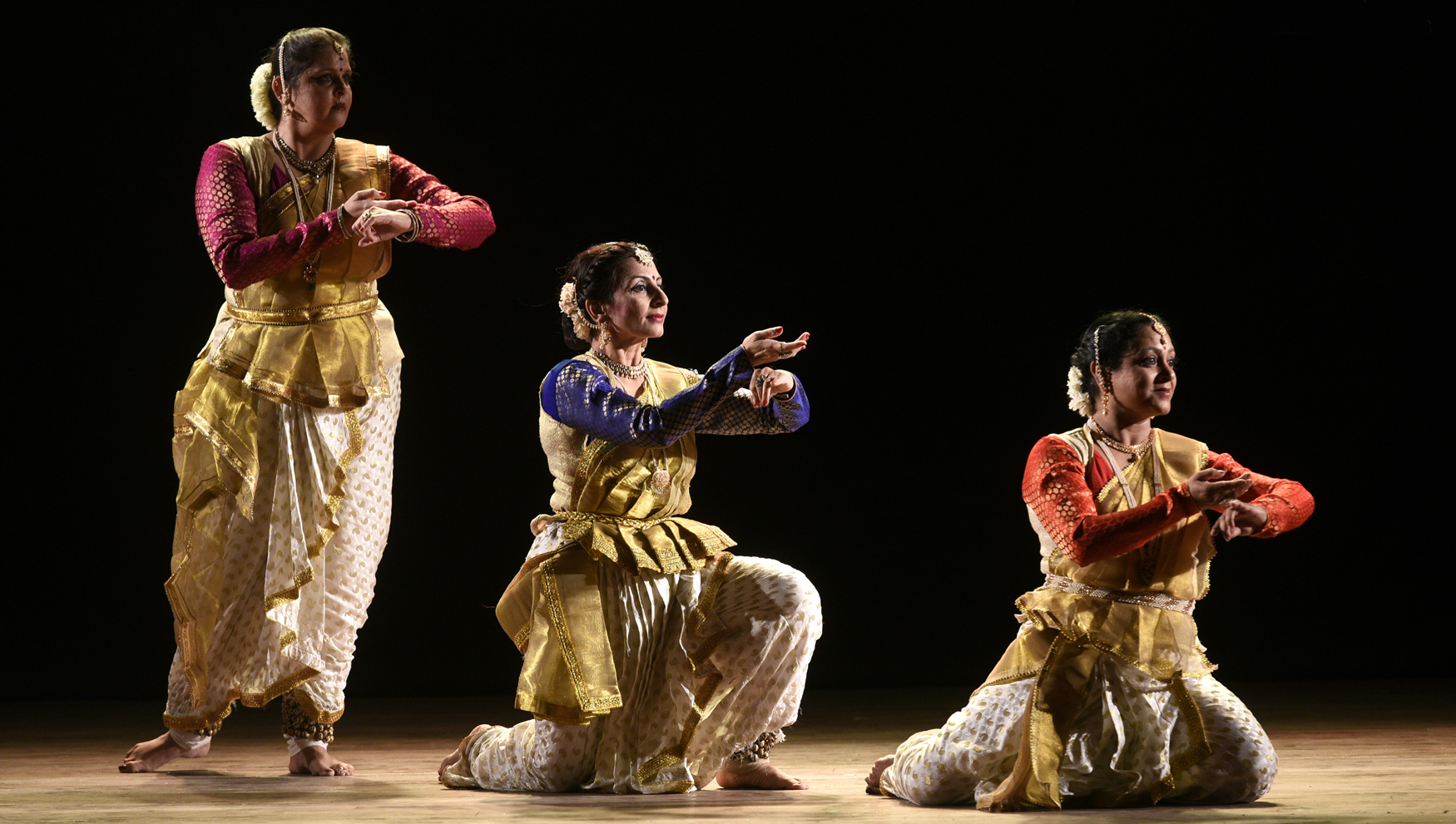 स्वरचित नृत्याविष्कारांतून गुरुदक्षिणा अर्पण