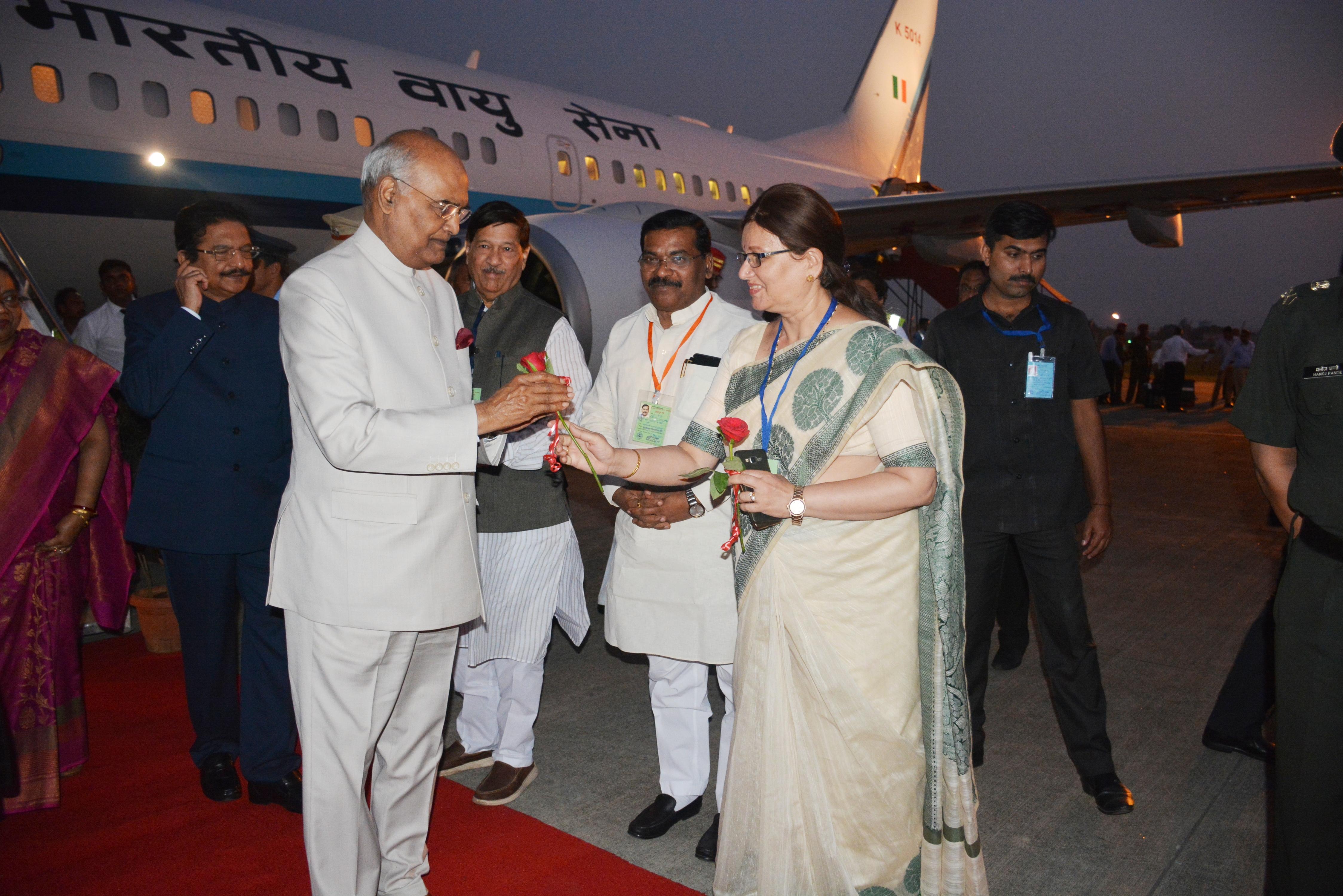 राष्ट्रपती रामनाथ कोविंद यांचे पुणे विमानतळावर स्वागत