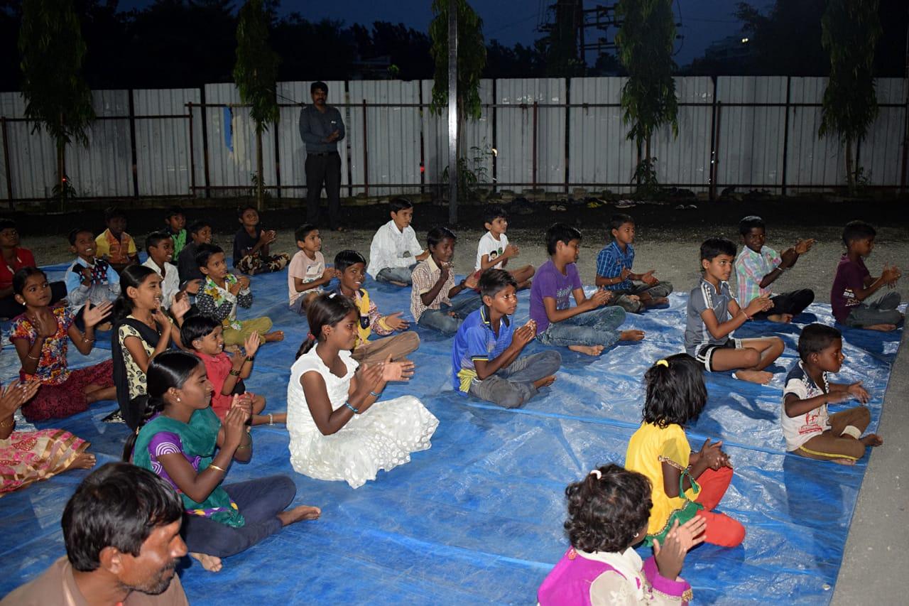पिंपळे गुरवमध्ये भरते गरिबांच्या मुलांसाठी वस्ती शाळा