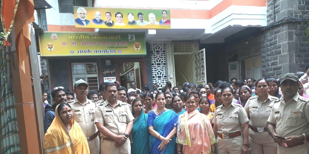 नगरसेविका प्रा. सौ. ज्योत्स्ना गजानन एकबोटे यांच्या वतीने दिवाळी निमित्त गौरव सोहळ्याचे आयोजन