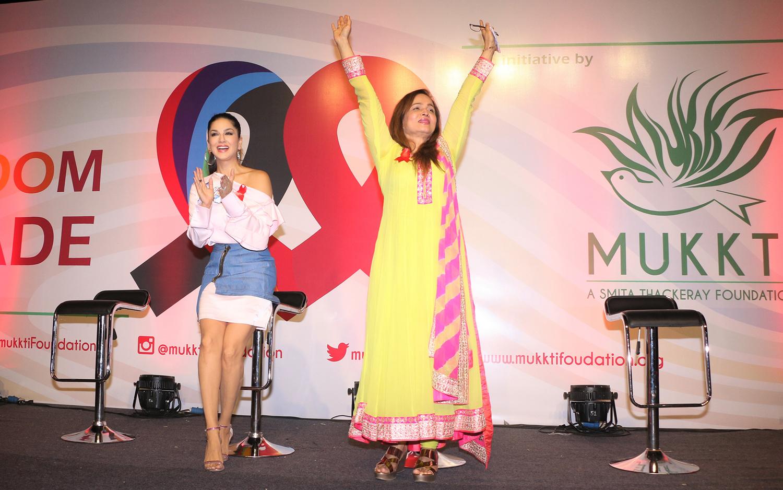 जागतिक एड्स दिन- फ्रीडम परेडसाठी स्मिता ठाकरे,  सनी लियोन  एकत्र