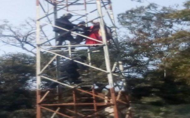 सरकारी अनास्थेला वैतागून महिलेचा पुण्यातील टॉवरवर चढून आत्महत्येचा प्रयत्न
