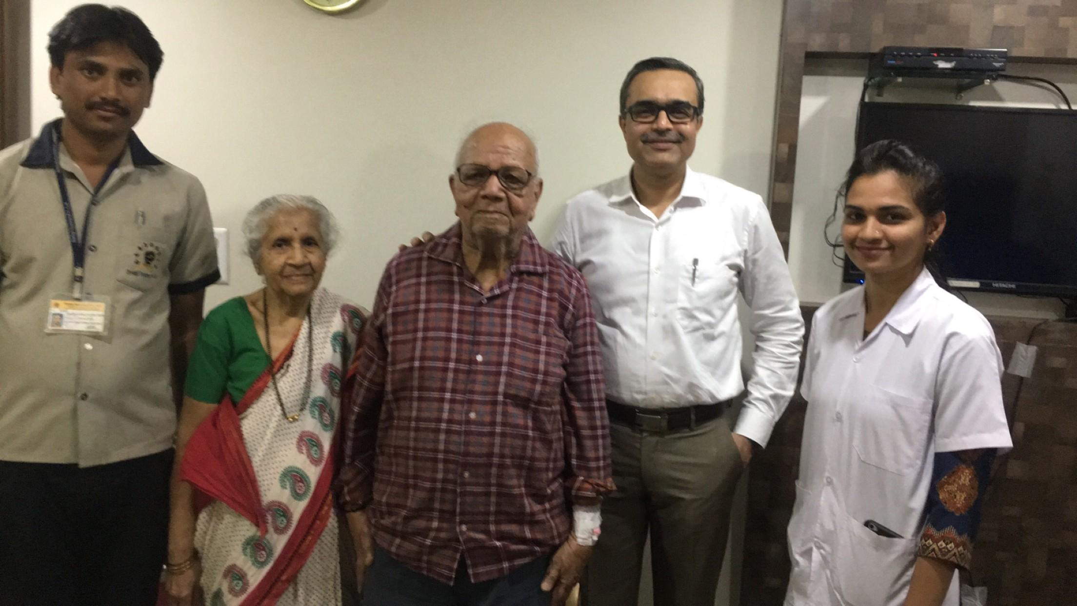 ९२ वर्षांच्या आजोबांवर टोटल नी रिप्लेसमेंट सर्जरी यशस्वी
