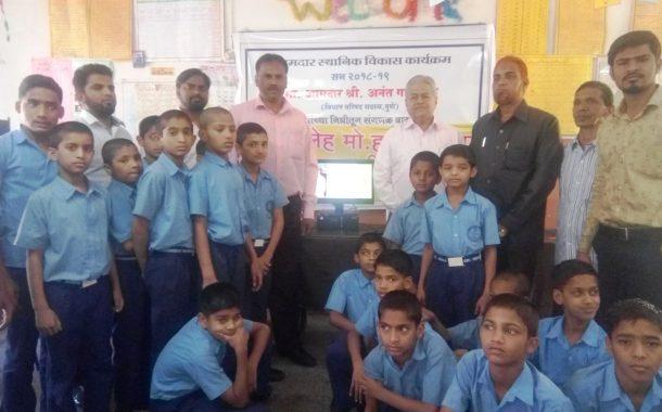 अनंतराव गाडगीळ यांच्या  आमदार निधीतून पंधरा लाख रुपयांचे संगणक व प्रिंटर शाळांना भेट