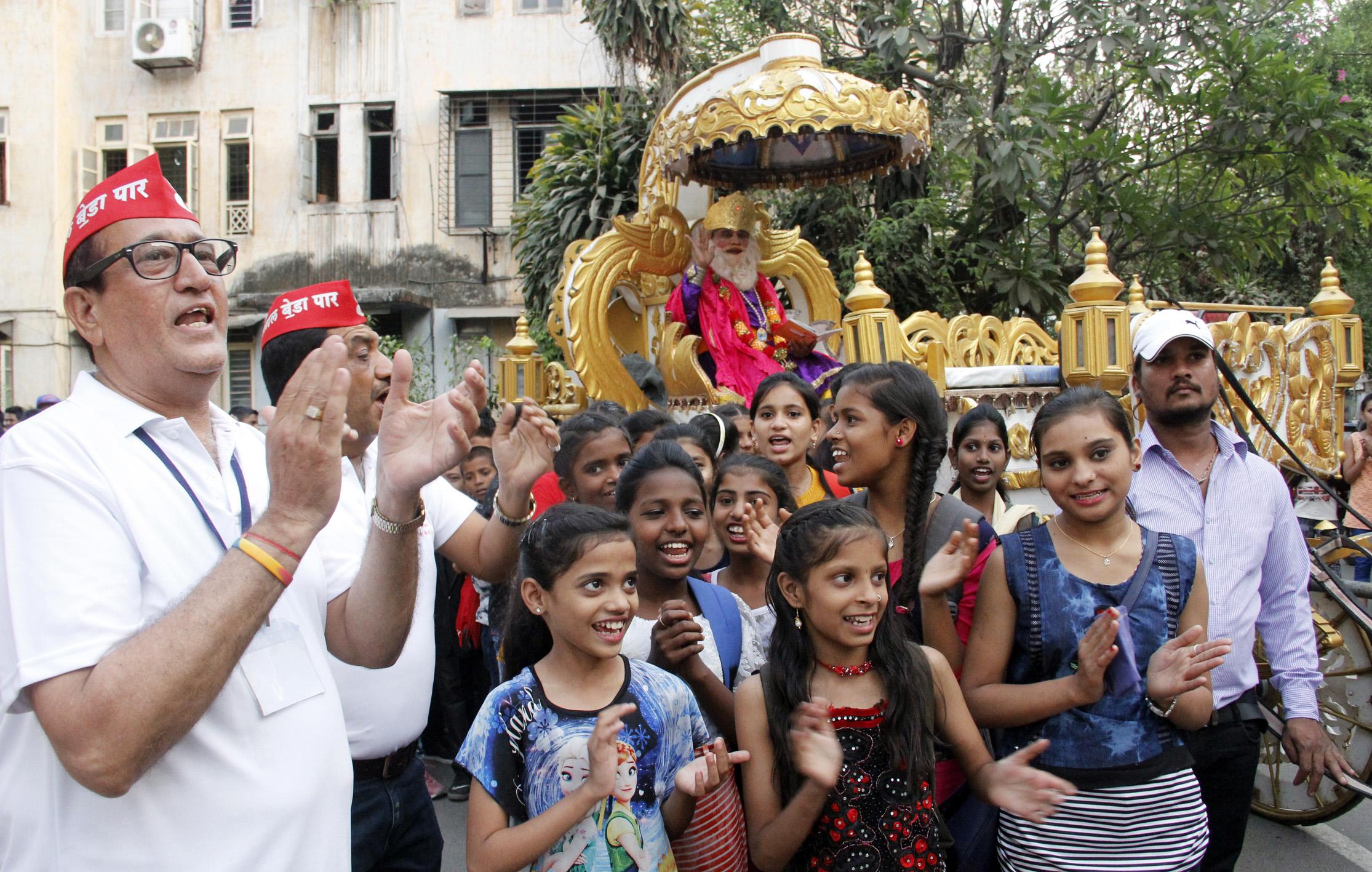 चेटीचंड महोत्सवानिमित्त भगवान साई झुलेलाल यांची रथयात्रा