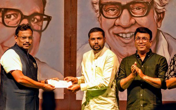 'पुष्कर शो THREE' उपक्रमातून तीन सामाजिक संस्थाना प्रत्येकी दोन लाख रुपयांची मदत