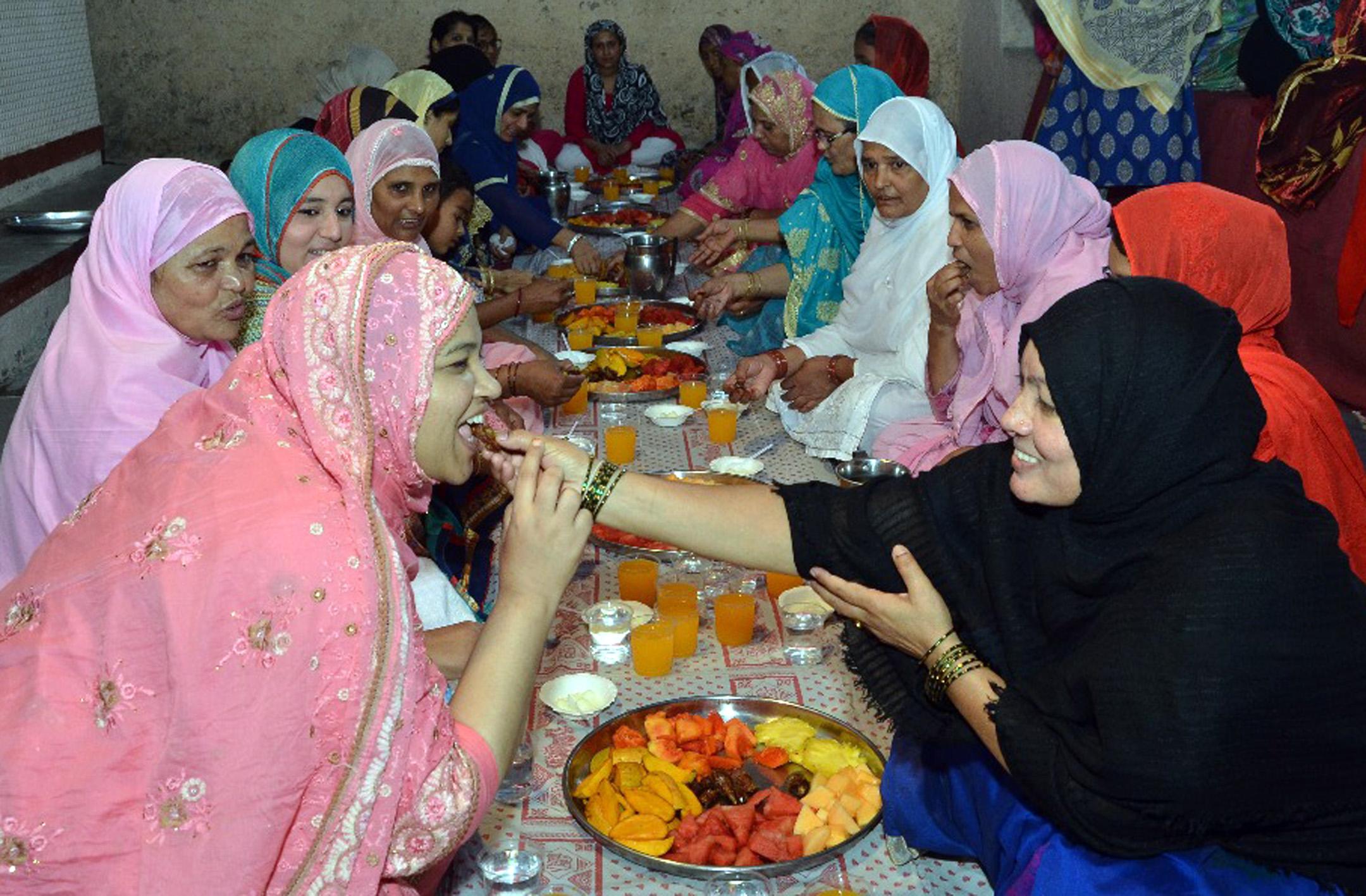 बोपोडीत खास महिलांसाठी 'रोजा इफ्तार'