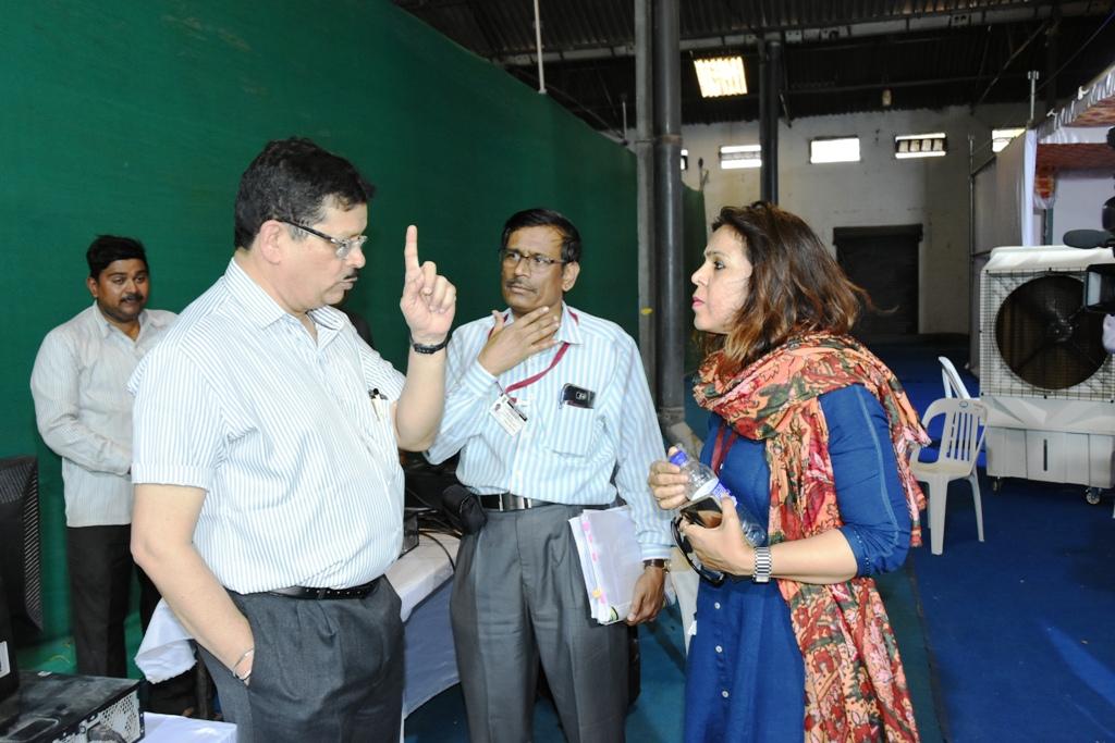 विभागीय आयुक्त डॉ. म्हैसेकर, जिल्हाधिकारी राम यांच्याकडून मतमोजणी केंद्रास भेट