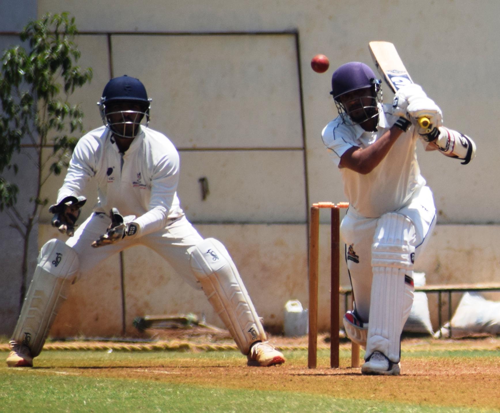 पीवायसी-गोल्डफिल्ड-मांडके चषक क्रिकेट स्पर्धेत पहिल्या दिवसावर व्हेरॉक संघाचे वर्चस्व; केडन्स संघाला 224धावांवर रोखले