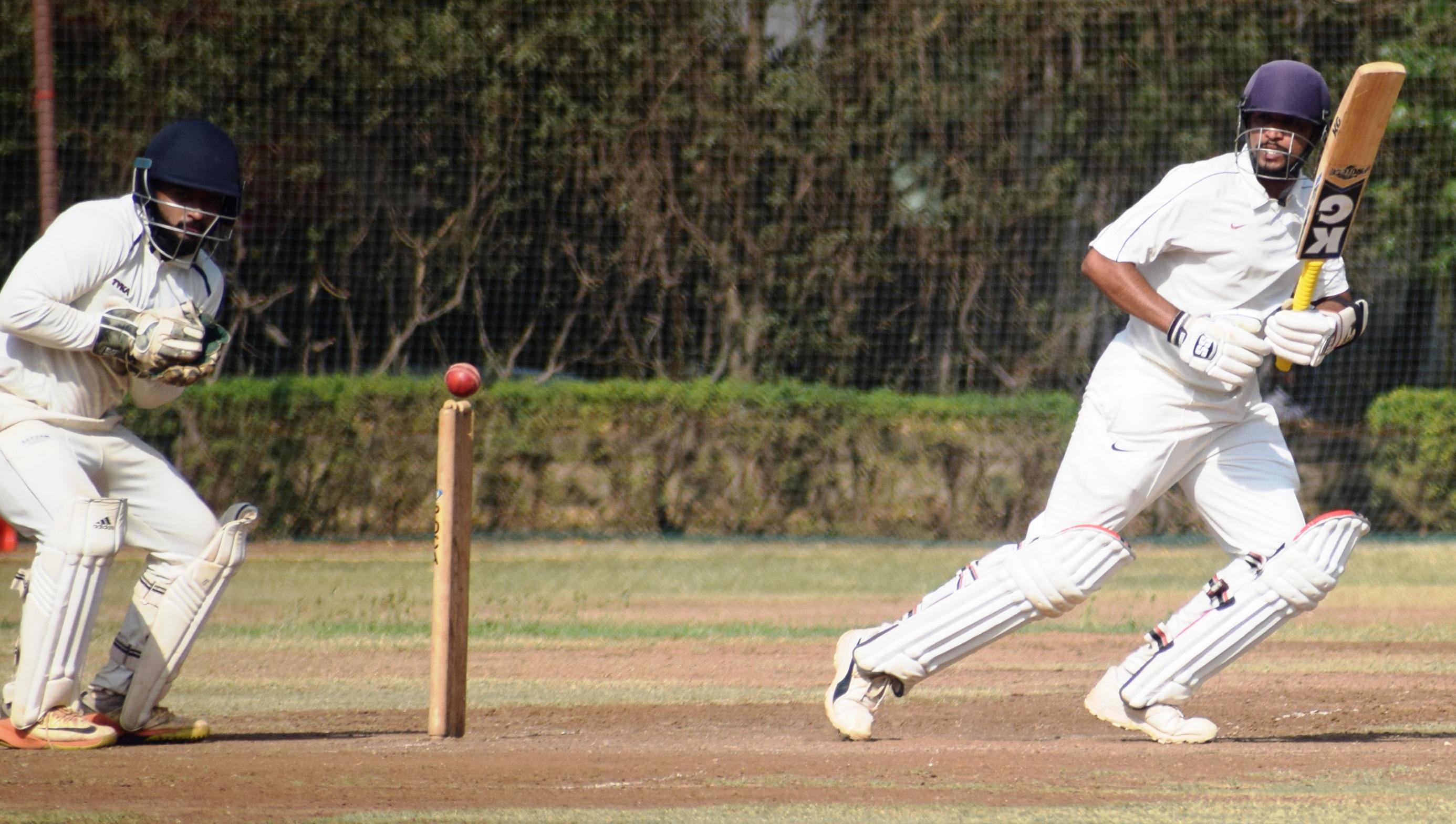 पीवायसी-गोल्डफिल्ड-मांडके चषक क्रिकेट स्पर्धेत पहिल्या दिवसाअखेर केडन्स संघाचे वर्चस्व
