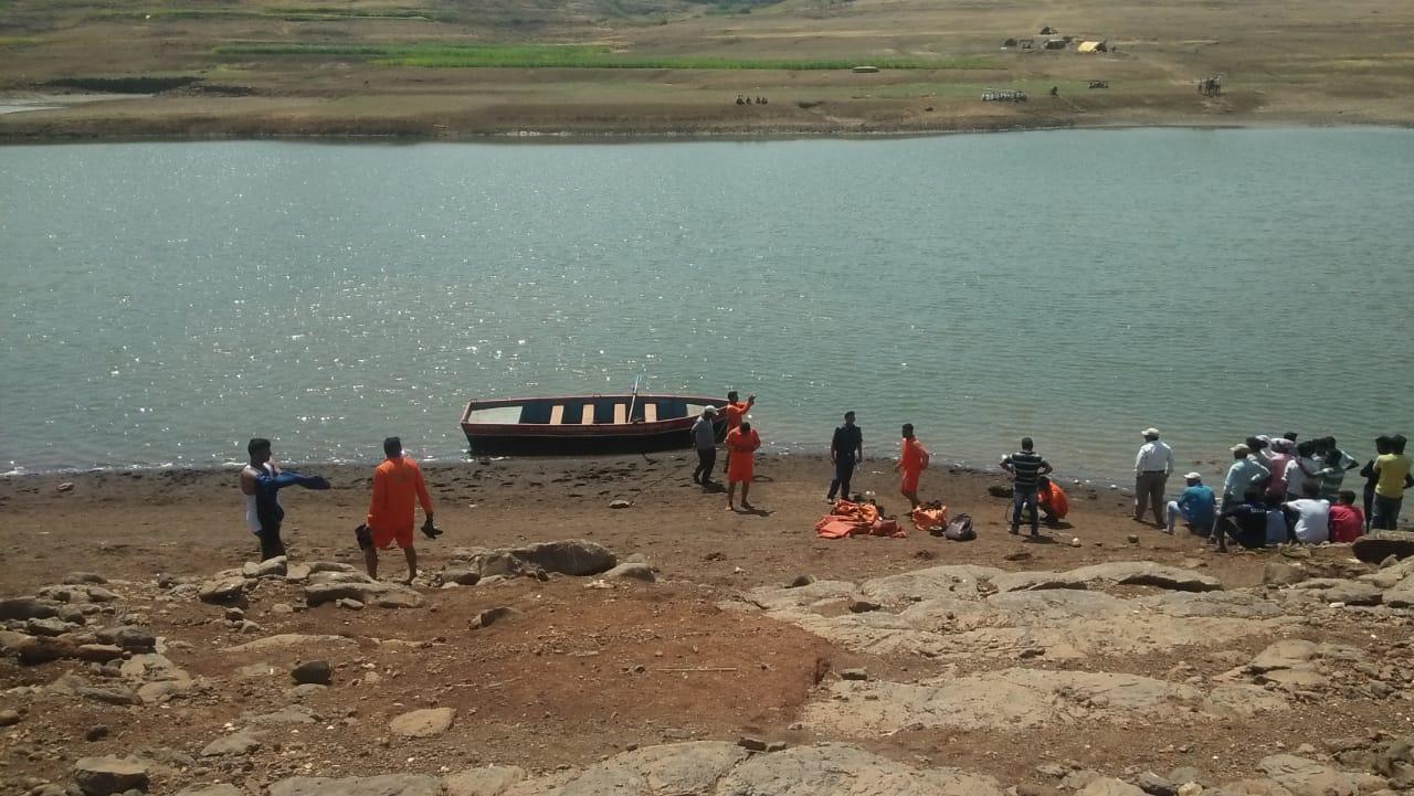 मासे आणण्यासाठी  गेलेले तीन तरूण माणिकडोह धरणात बुडाले -होडी उलटून दुर्घटना