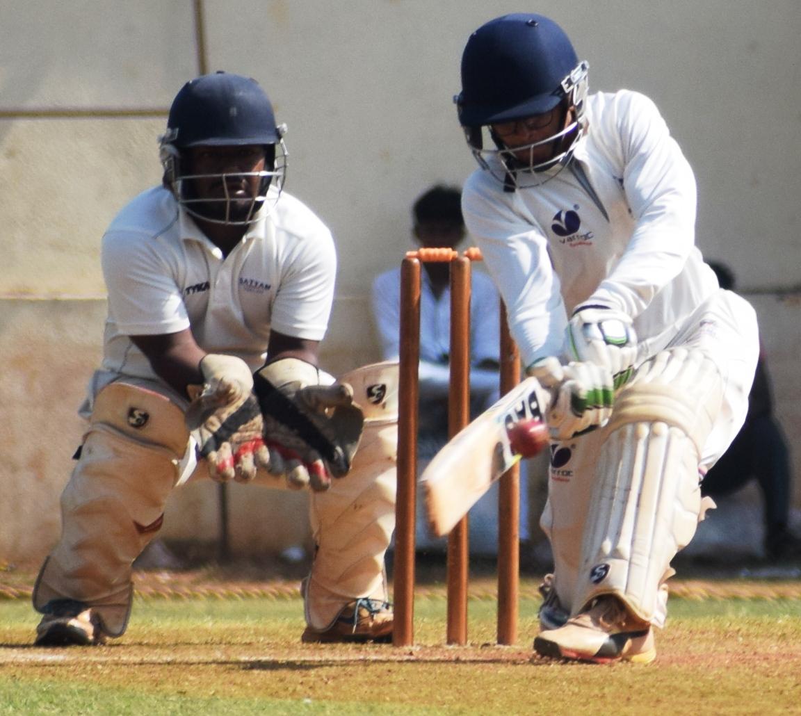 पीवायसी-गोल्डफिल्ड-मांडके चषक क्रिकेट स्पर्धेत व्हेरॉक संघाची केडन्स संघावर मात -व्हेरॉकच्या विनय पाटीलची दमदार शतकी खेळी