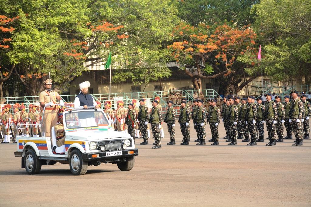 महाराष्ट्र दिनी पालकमंत्री बापट यांच्या हस्ते  मुख्य शासकीय ध्वजारोहण