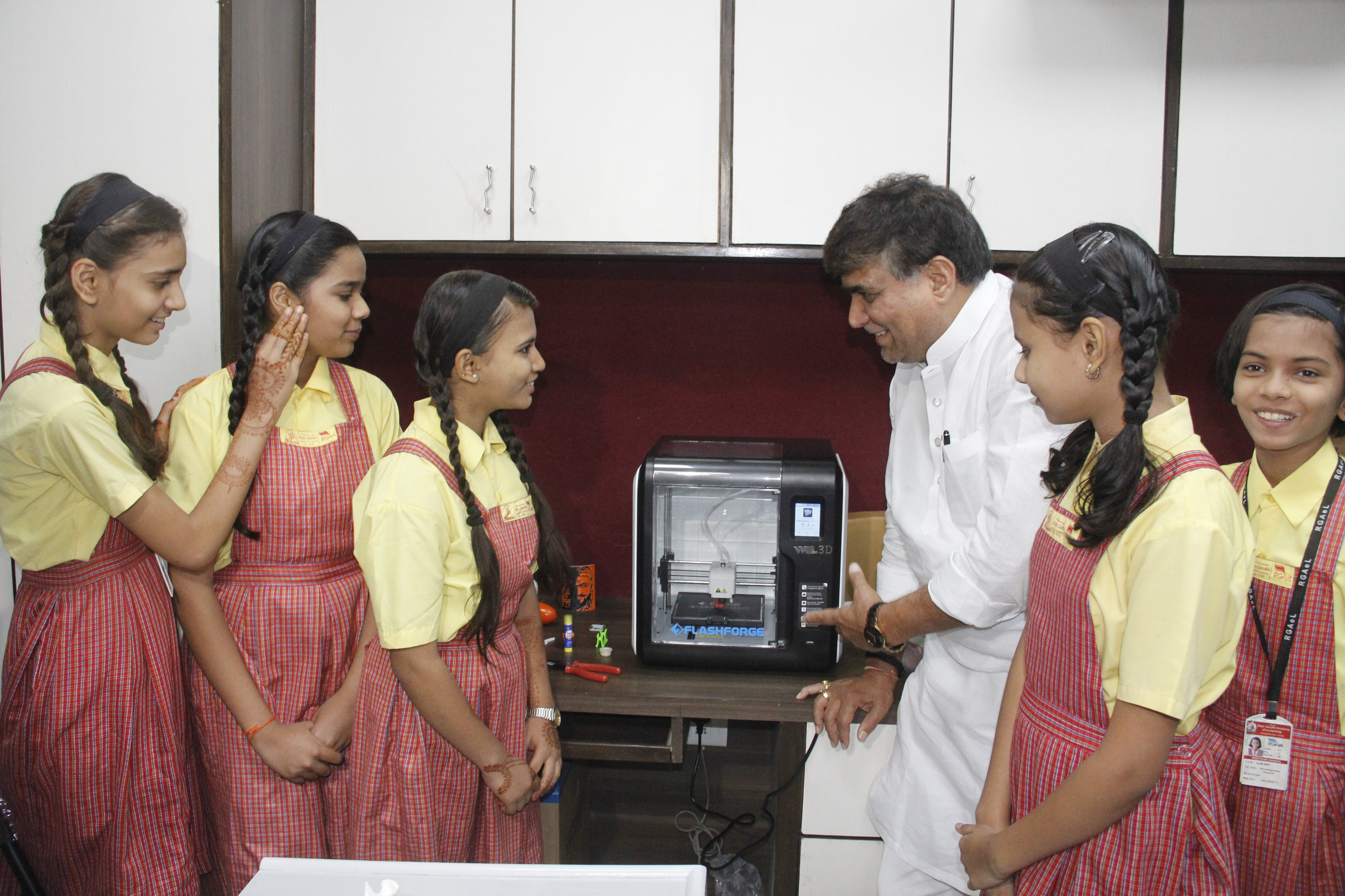 राजीव गांधी ई-लर्निंग स्कूलमध्ये  3डी प्रिंटींग व रोबोटिक्सचे शिक्षण