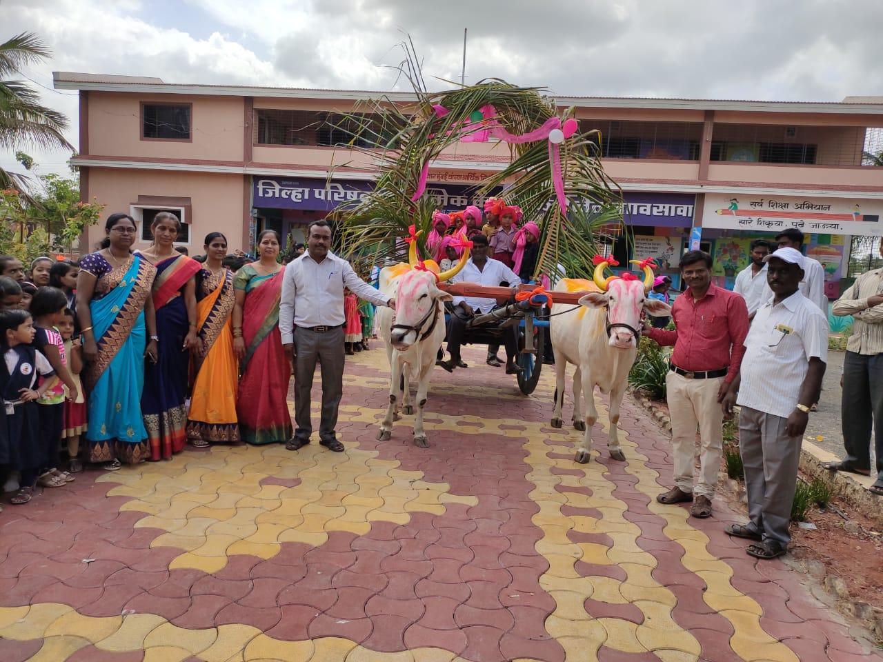 जिल्हा परिषद प्राथमिक शाळा निमगाव सावा शाळेने पारंपारिक पद्धतीने केले नवागतांचे स्वागत