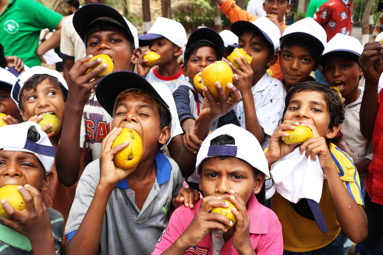 गोयल गंगा फौंडेशनच्या वतीने विशेष मुलांसाठी आंबा फेस्टचे आयोजन