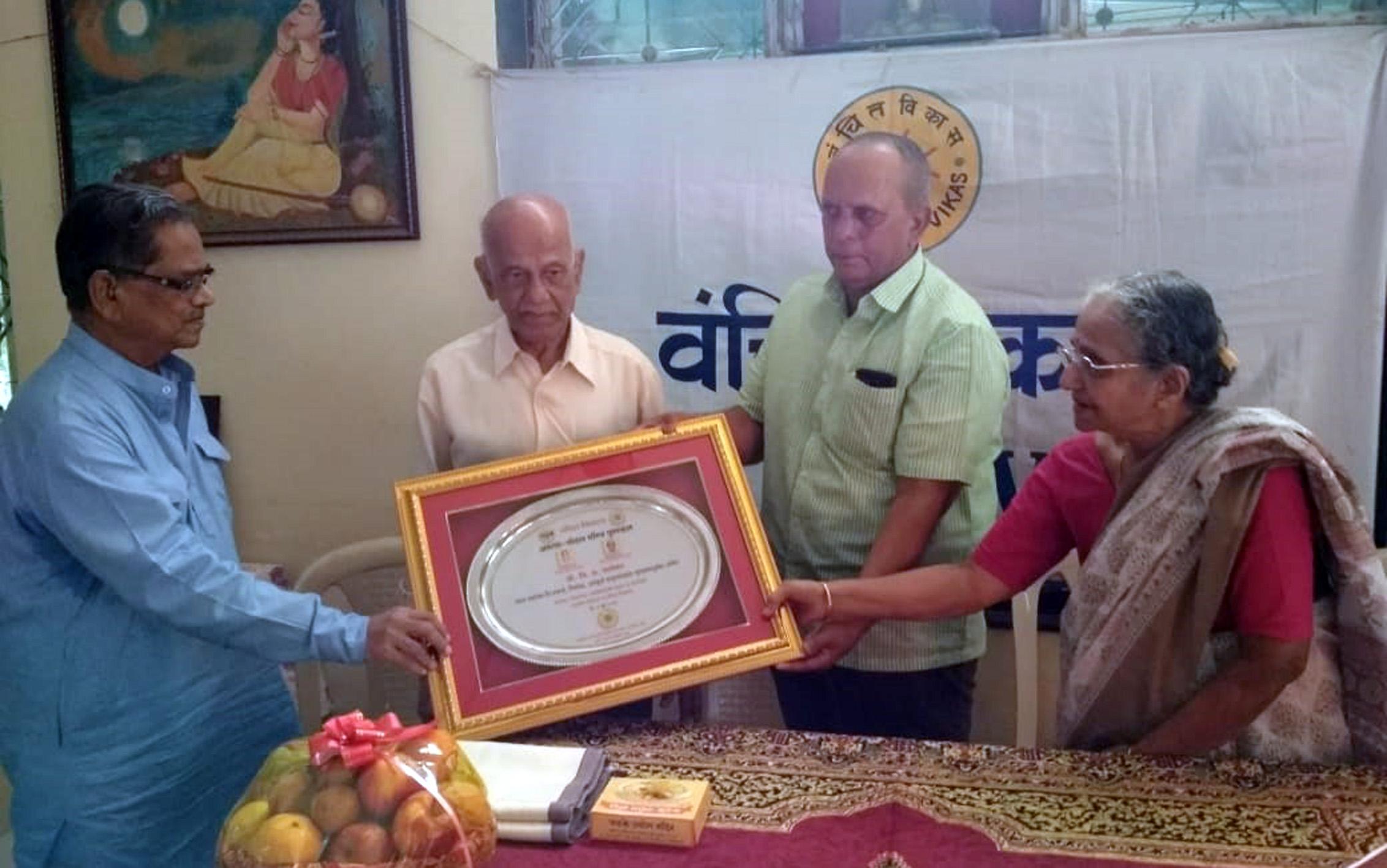 दानशूर व्यक्तींमुळेच समाजकार्य उभे राहते -प्रा. विलास चाफेकर