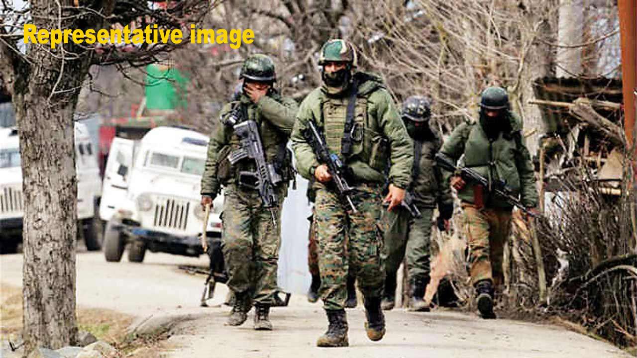 अनंतनागमध्ये सीआरपीएफ आणि पोलिसांच्या गस्त घालणाऱ्या टीमवर दहशदवादी हल्ला, 5 जवान शहीद