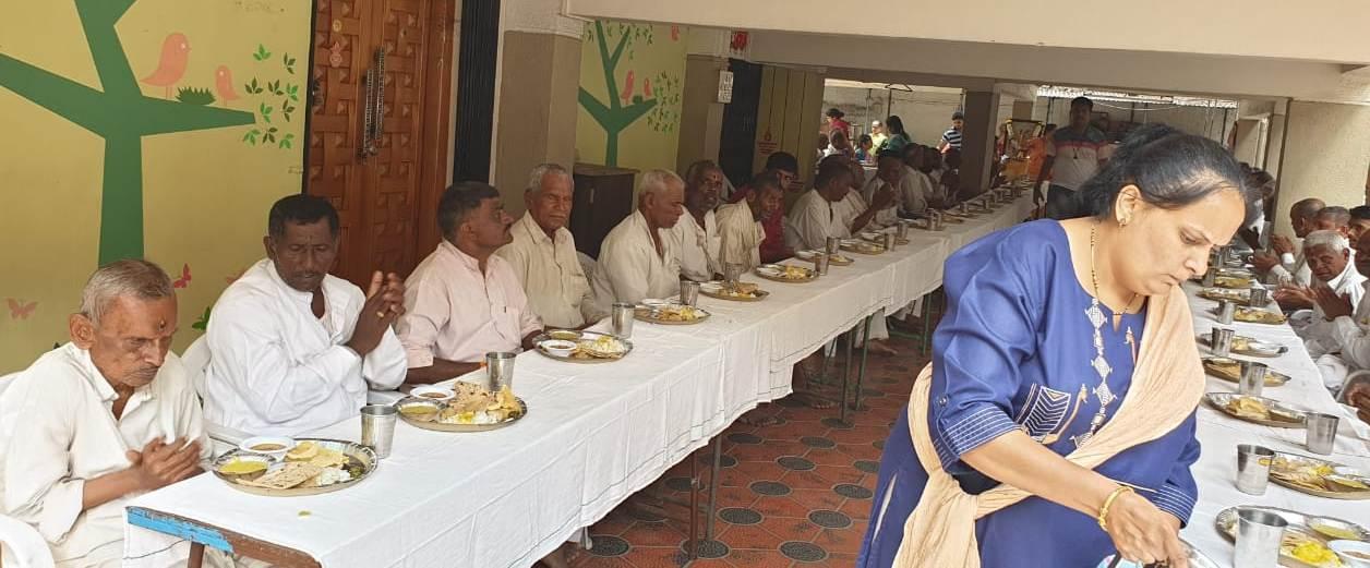संत गोरोबाकाका दिंडीचे भवानी  पेठेत स्वागत -कोकीळ परिवाराने जपली ५० वर्षांची स्वागत परंपरा