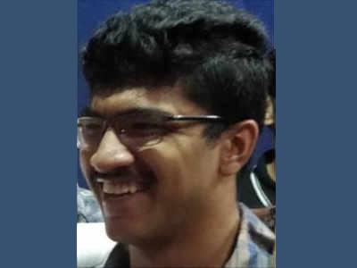 21 वर्षे वयाच्या राष्ट्रीय जलतरणपटू साहिल जोशीची आत्महत्या
