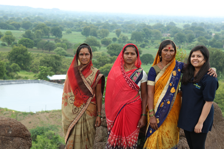 २०० अब्ज लिटर्स पाण्याची बचत, महाराष्ट्र व राजस्थानात कृत्रिम शेततळी निर्माण करून साध्य केली किमया