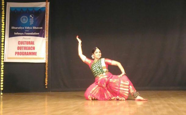 मोहिनीअट्टम ,भरतनाट्यम ,कत्थक च्या नृत्याविष्काराने जिंकली मने !