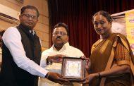 महात्मा फुले राष्ट्रीय पुरस्कार कृपाल पलुसकर यांना प्रदान