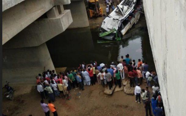 लखनऊ ते दिल्ली;भरधाव बस यमुना एक्सप्रेसवेच्या पुलावरून नाल्यात पडली; 29 जणांचा मृत्यू, 20 जखमी
