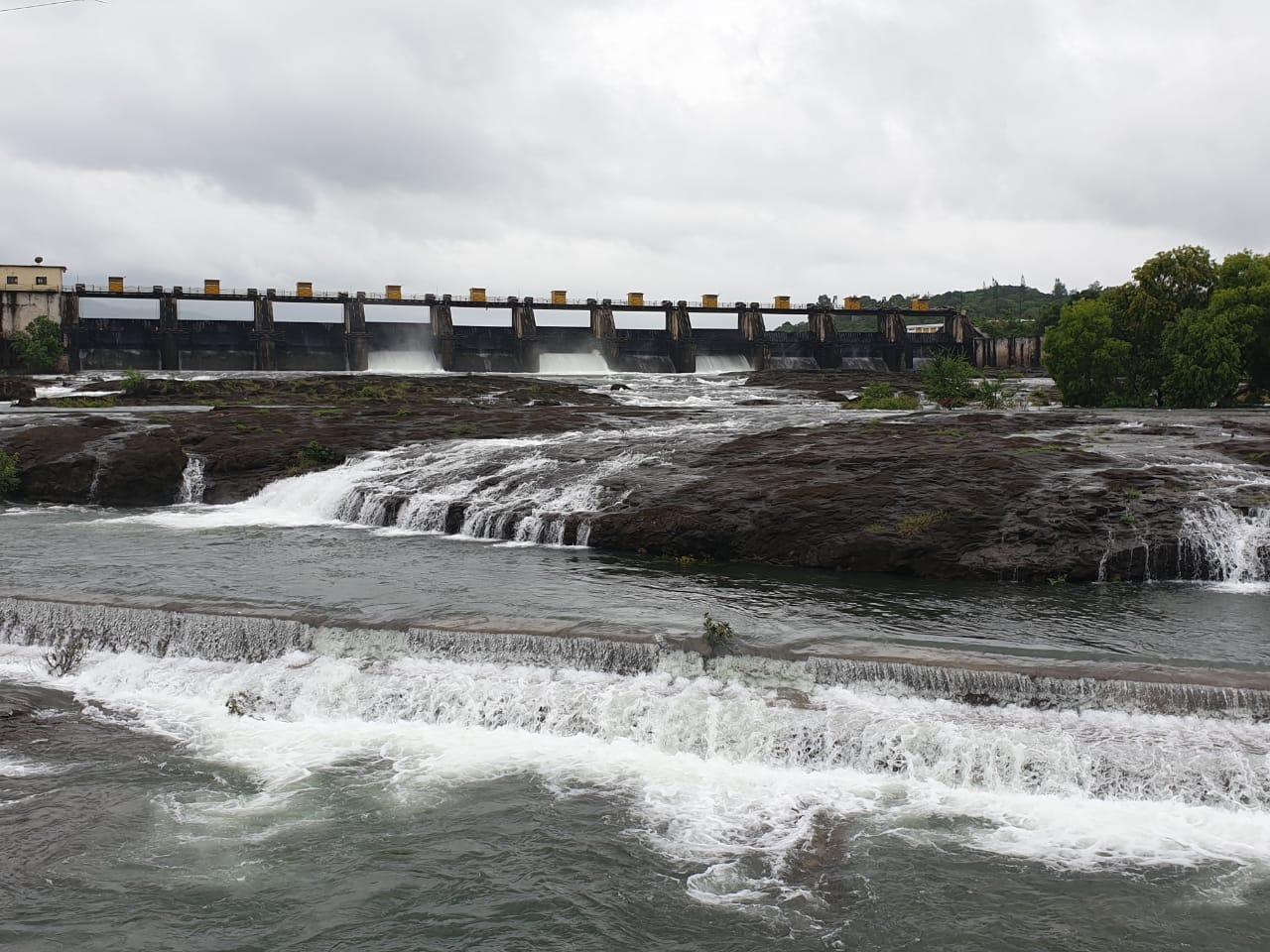 'खडकवासला' शंभर टक्के भरले; नदीत पाणी सोडले ...2568 क्यूसेकने विसर्ग