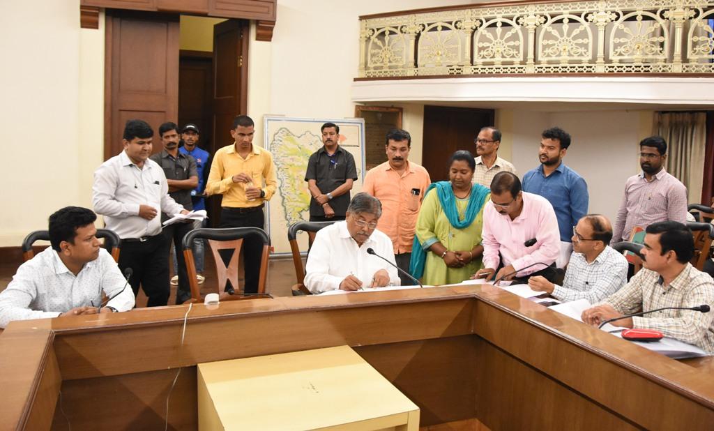 पालकमंत्री चंद्रकांत (दादा) पाटील  यांनी घेतला रमाई आवास योजनेचा आढावा