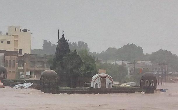 राज्यात धुवांधार..पाऊस..अनेक धरणे भरली ...पुण्यात 1 हजार कुटुंबांचे स्थलांतर