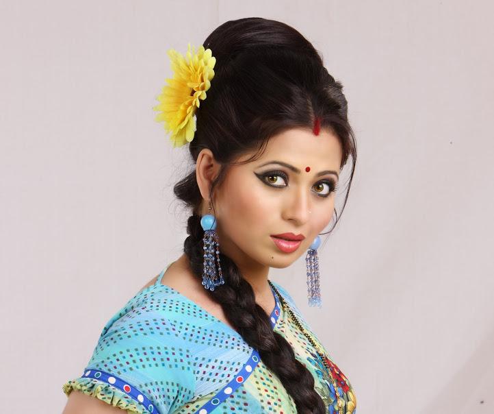 अभिनेत्री दिपाली सय्यद करणार  5 कोटींची मदत आणि घेणार 1 हजार मुलींच्या लग्नाची जबाबदारी