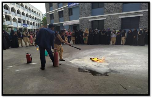 प्रथमोपचार आणि आगीपासून संरक्षणाचे विद्यार्थिनींना प्रशिक्षण