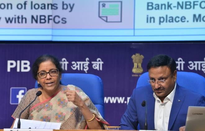 बँकांच्या विलिनीकरणाची घोषणा-27 बँकांऐवजी आता फक्त 12 सरकारी बँका