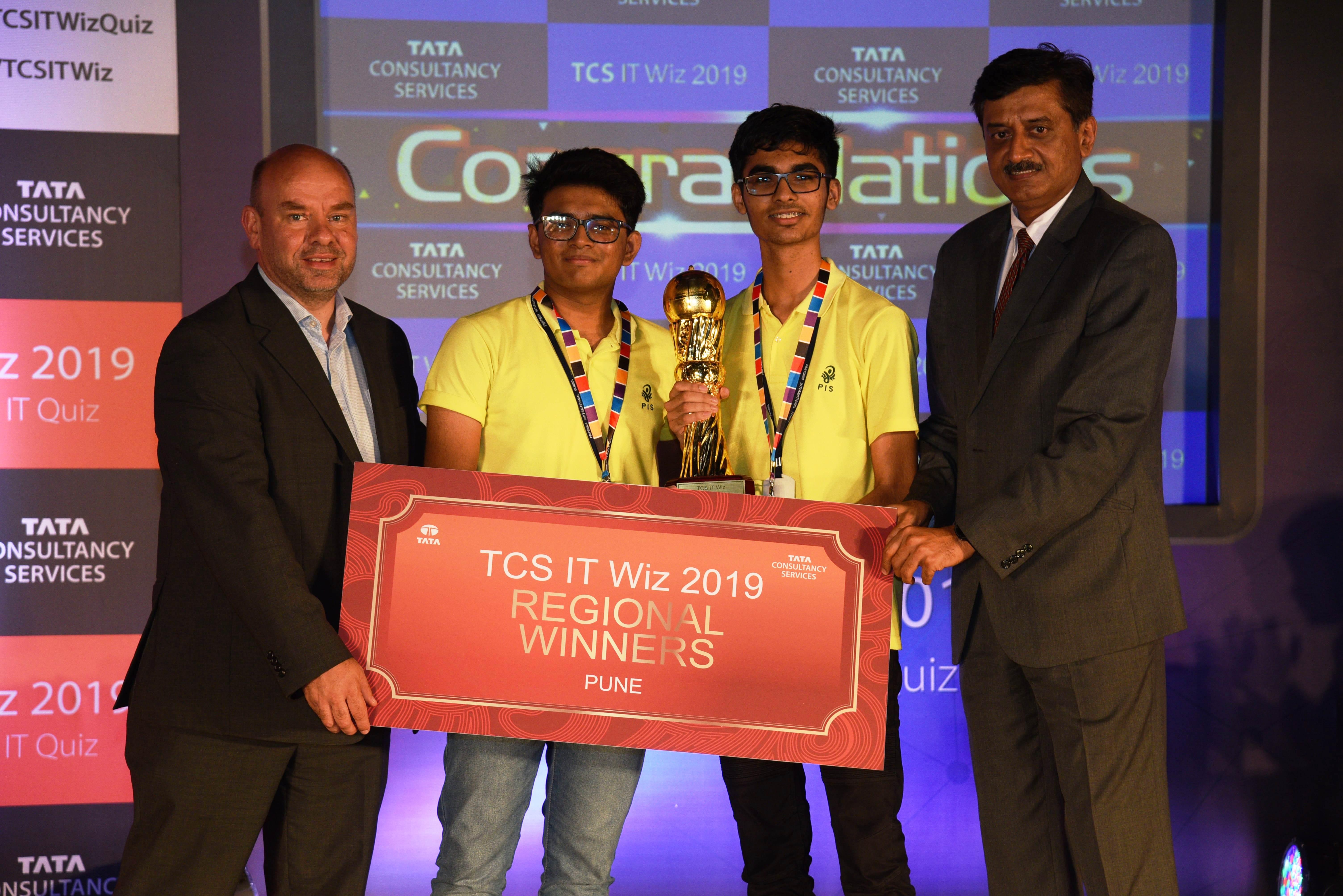 टीसीएस आयटी विझ २०१९ ची पुणे फेरी  प्रतिभा इंटरनॅशनल शाळेने जिंकली