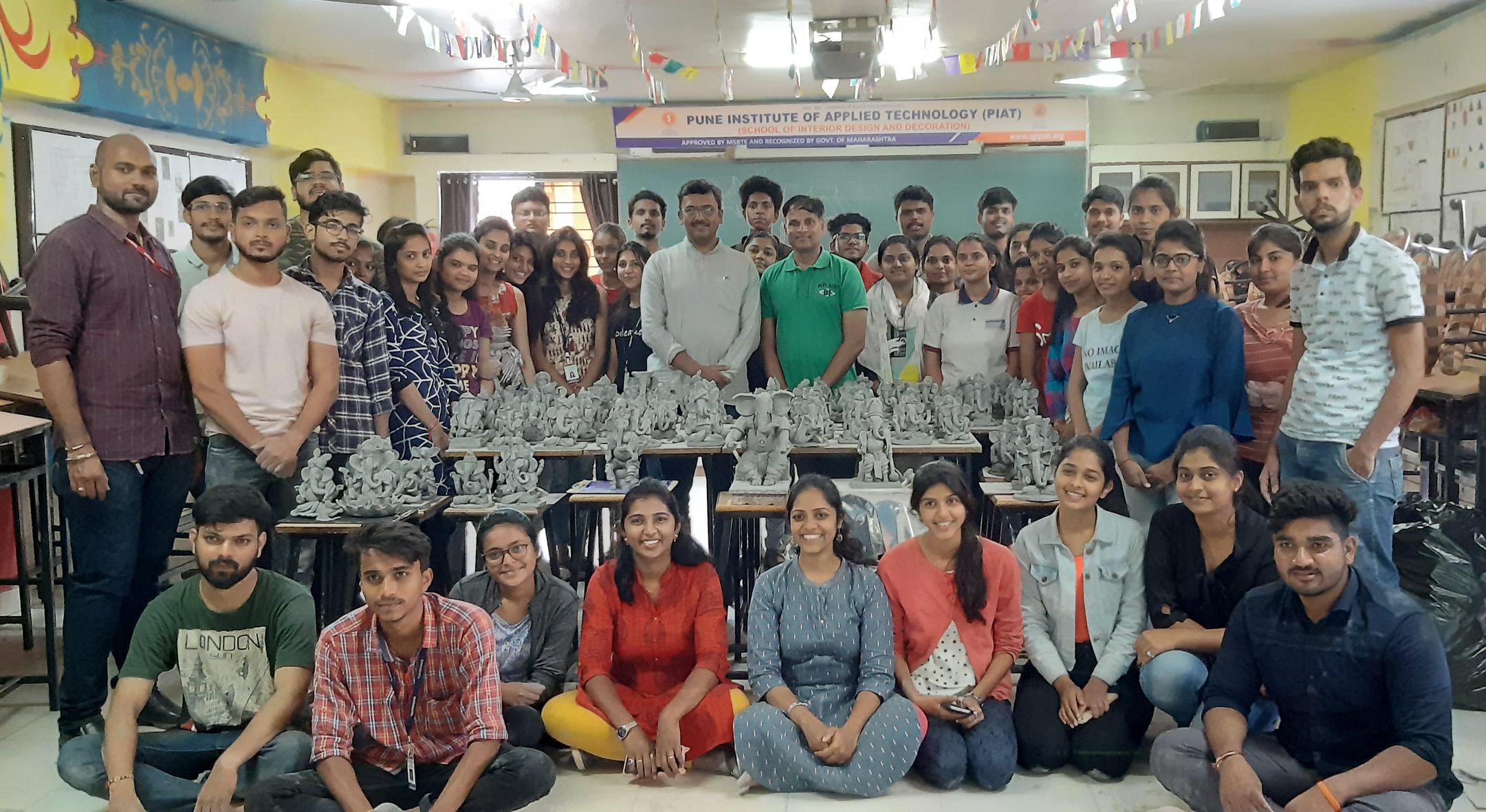 विद्यार्थ्यांनी साकारल्या पर्यावरणपूरक शाडूच्या मूर्ती