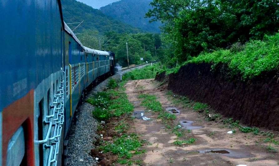 भारतीय रेल्वे द्वारा ठराविक प्रवासी सेवा उद्या पासून  टप्प्याटप्प्याने सुरू होणार