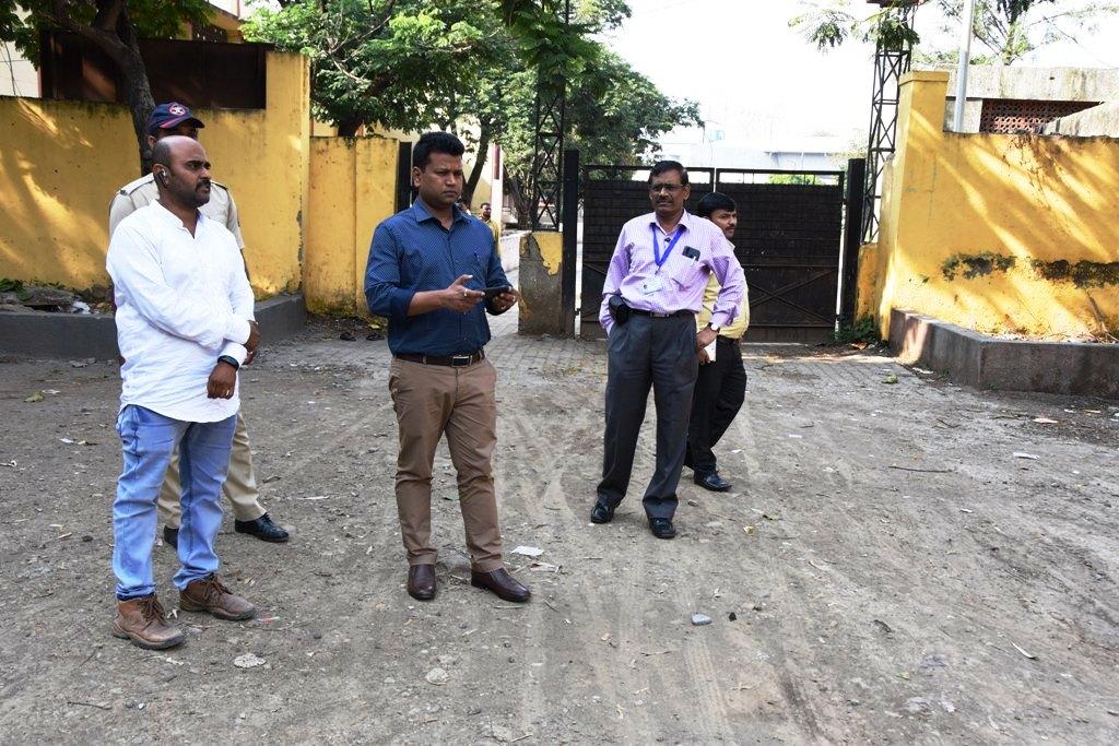 मतदान केंद्रांवर उपलब्ध सोयी-सुविधांचा घेतला आढावा