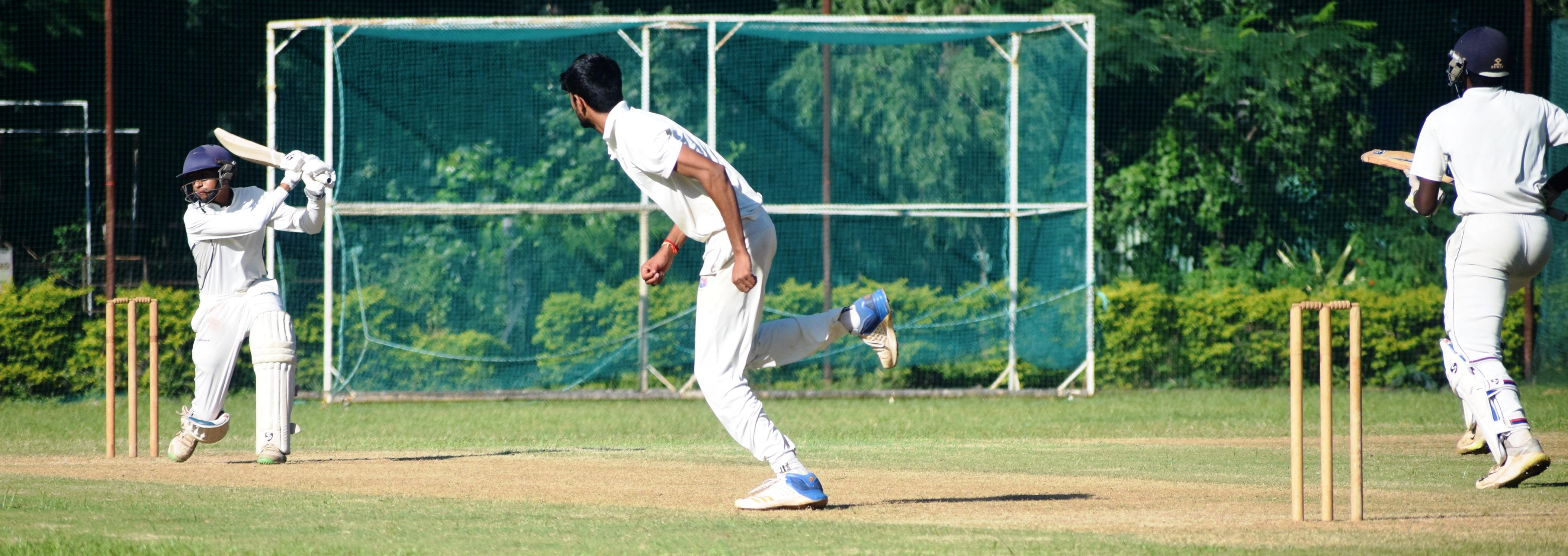 19 वर्षाखालील क्रिकेट स्पर्धेत संयुक्त क्लब संघाची व्हेरॉक संघावर मात