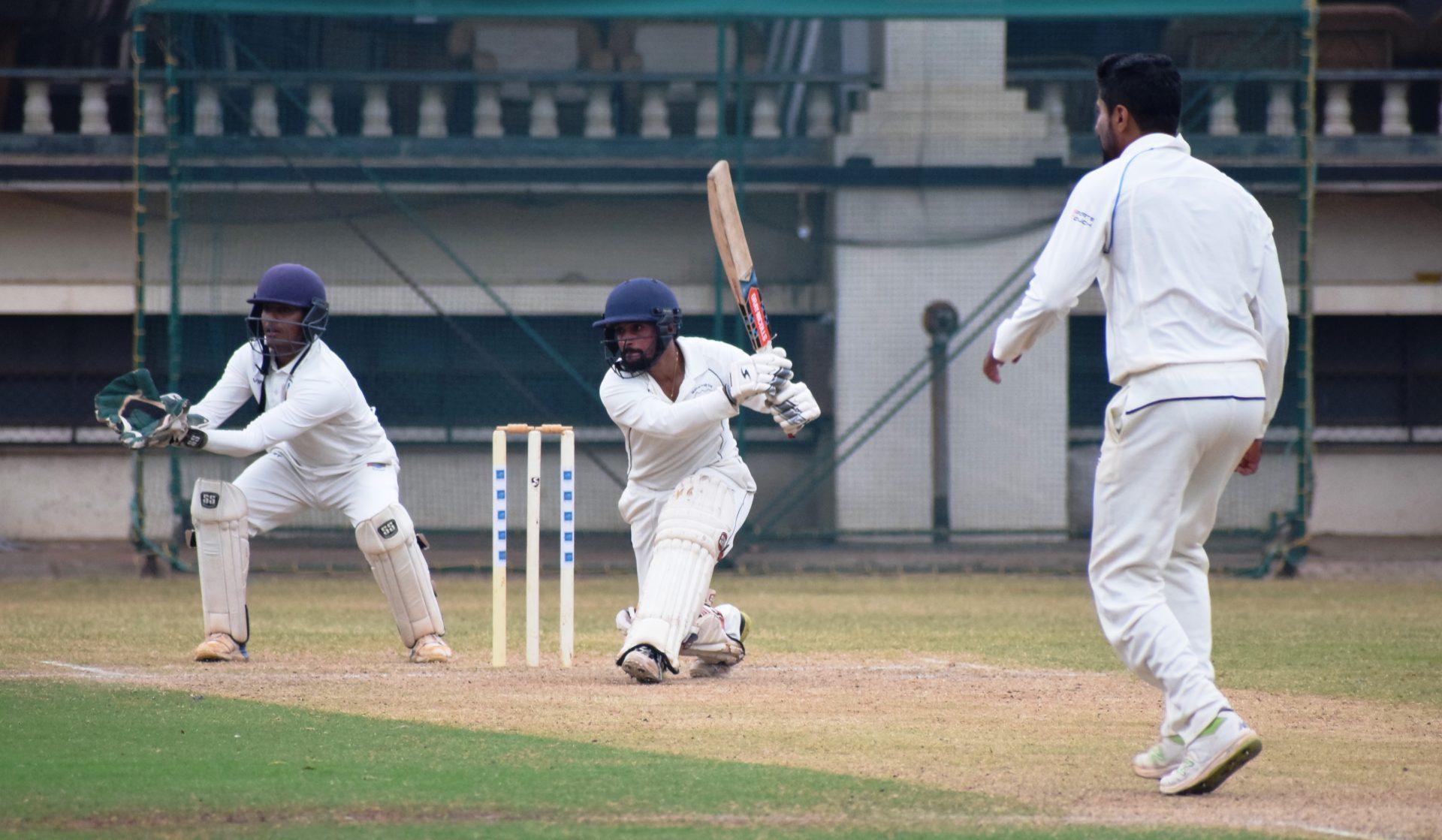 पीवायसी चॅलेंजर करंडक 3दिवसीय निमंत्रित क्रिकेट स्पर्धेत एमसीए संयुक्त जिल्हा संघ व डेक्कन जिमखाना यांच्यात विजेतेपदासाठी लढत
