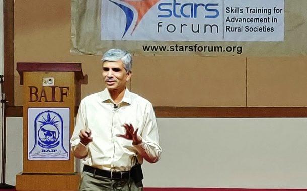 नव उद्योजकतेसाठी सज्ज व्हा ! :डॉ विवेक सावंत