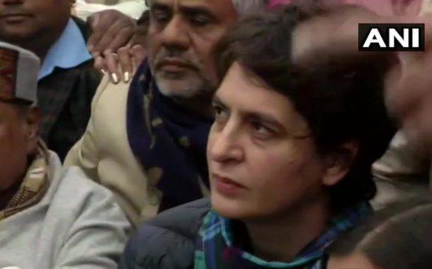 जामिया विद्यापीठ हिंसाचार: प्रियंका गांधींचं इंडिया गेटवर ठिय्या आंदोलन