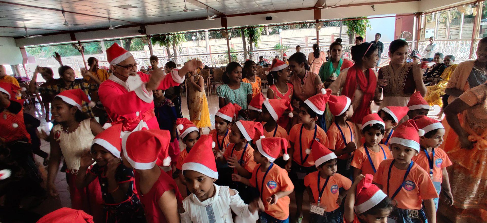 विशेष मुले,बालरुग्ण आणि दिव्यांगांनी लुटला' ख्रिसमस पार्टी ' चा आनंद !