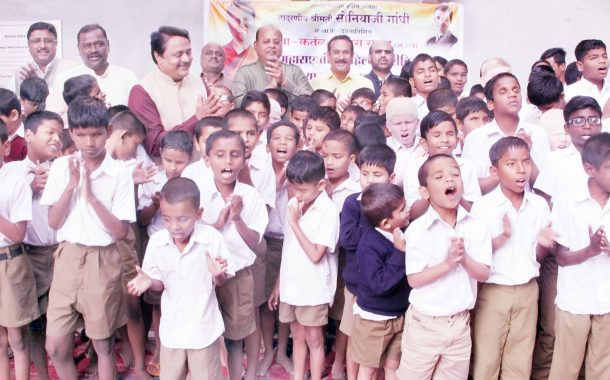 महाराष्ट्रातील पहिल्या दृष्टिहीन विद्यार्थ्यांच्या हास्यक्लबचे उद्घाटन