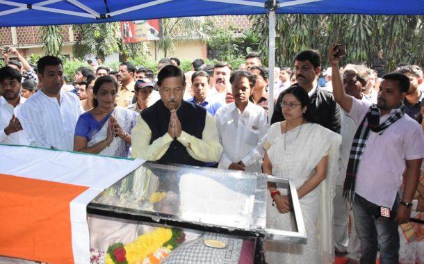 डॉ.श्रीराम लागू यांच्या पार्थिवावर शासकीय इतमामात अंत्यसंस्कार