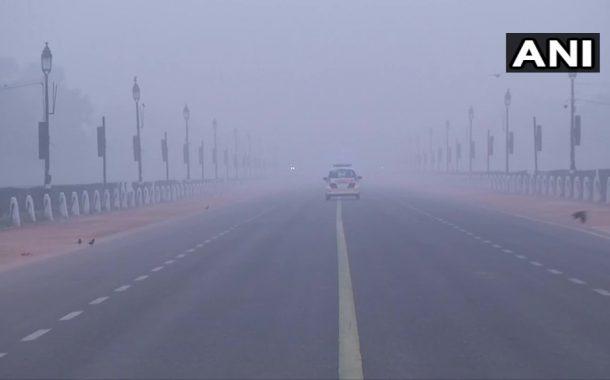 दिल्लीत रेकॉर्डब्रेक थंडी २.४ डिग्री सेल्सिअस किमान तापमानाची नोंद